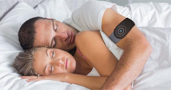 Подушка является одной из центральных составляющих сна, и, будучи таковой, иногда проникает в сновидение.