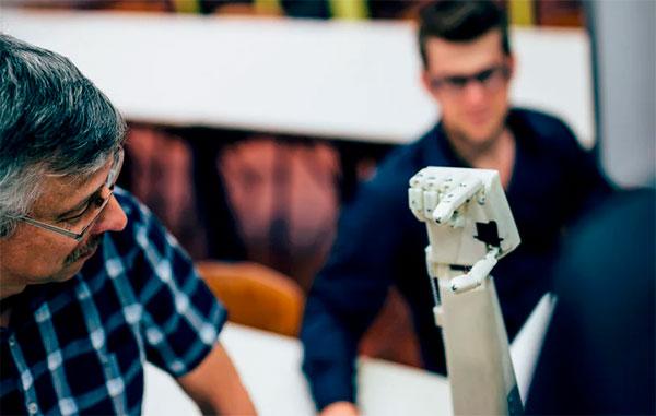 Руку-переводчика наязык жестов изготовили на3D-принтере