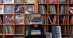 Приложение AliveInVR позволит создавать и миксовать музыку в виртуальной реальности