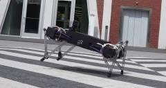 Маленький четырехногий робот Ghost Minitaur найдет путь к твоему сердцу