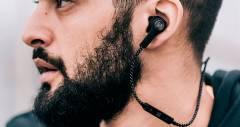 Навушники Beoplay H5 підлаштовують звук під навколишнє оточення