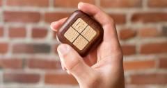 Контролер Turn Touch для розумного будинку зроблено з дерева