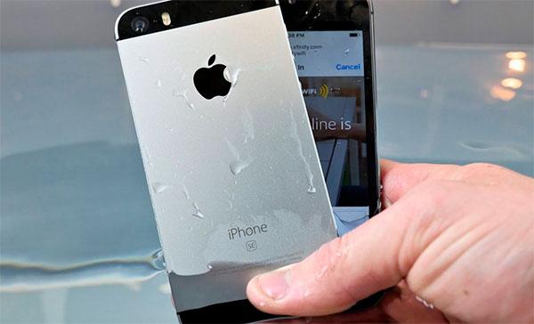 Контакт Apple iPhone с большим количеством влаги